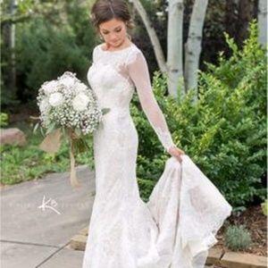 Brand New Vera Wang wedding dress - $500